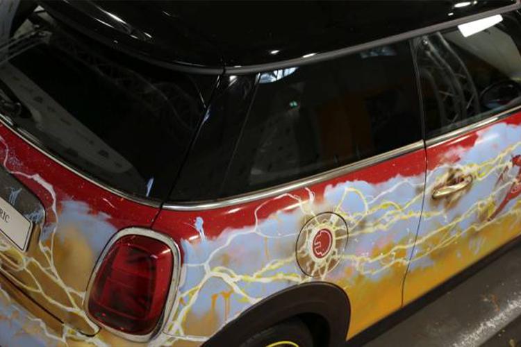 MINI Eléctrico edición tributo Flash carrocería