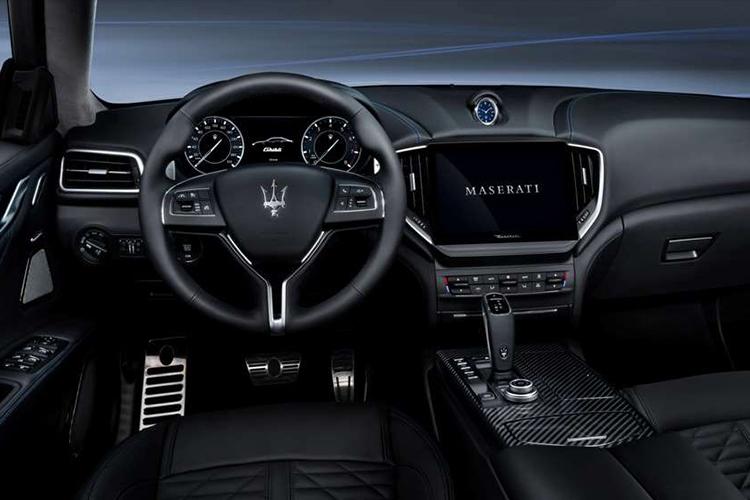 Maserati Ghibli Hybrid 2021 sistema de infoentretenimiento