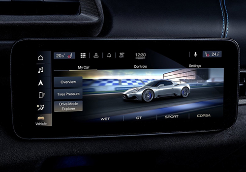 Maserati MC20 hypercar sistema de infoentretenimiento