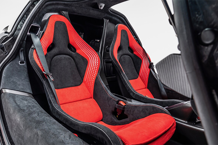 McLaren Sabre super deportivo con unidades limitadas diseño interior biplaza
