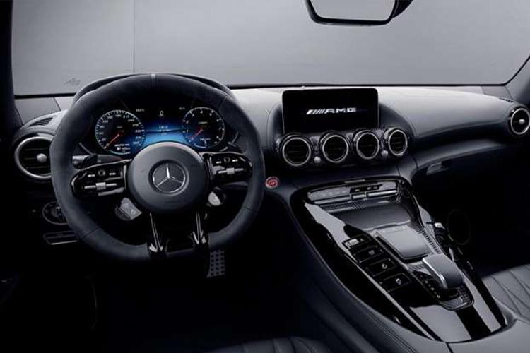 Mercedes-AMG GT 2021 sistema de infoentretenimiento