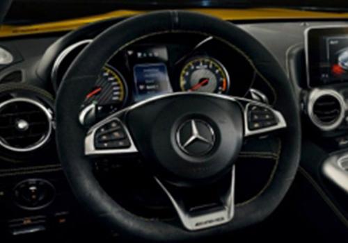 Roadster pantalla y volante