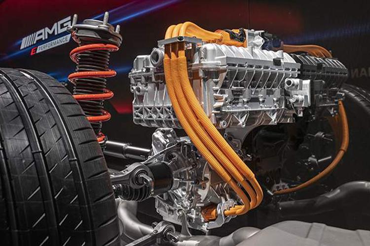 Mercedes-AMG estrena dos modelos, incluyendo con motor V8 desempeño equipamiento