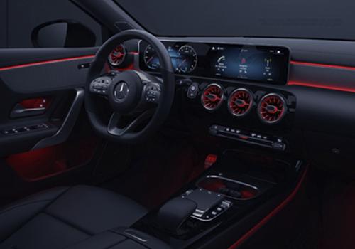 Mercedes Benz Clase A sistema de infoentretenimiento