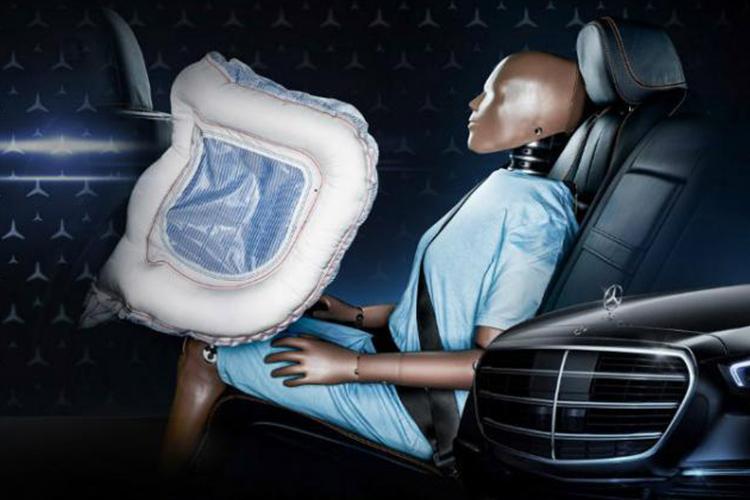 Mercedes-Benz Clase S 2021 con airbags traseros en forma de U