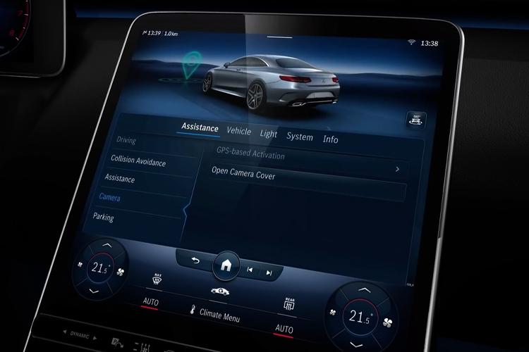 Mercedes-Benz Clase S 2021 con airbags traseros pantalla principal configuración MBUX