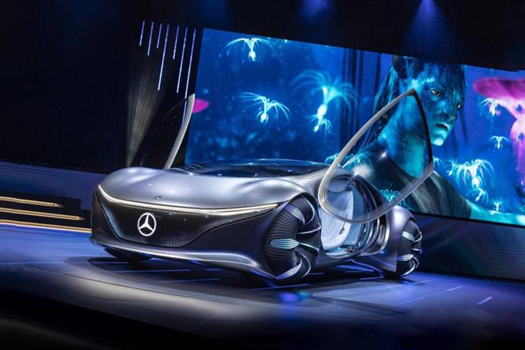 Mercedes-Benz Vision AVTR concept car con baterías recicladas