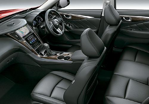 Nissan Skyline interior lujo
