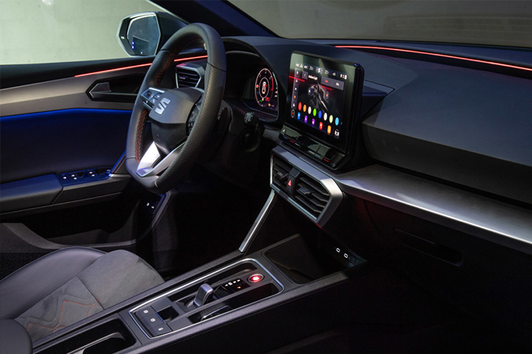 Nueva tecnología de Luz ambiental en el Seat León 2021 ...