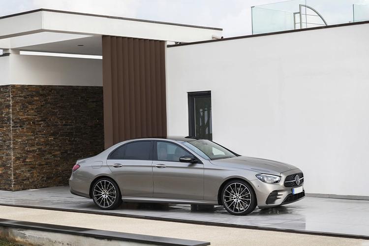 Nuevo volante táctil Mercedes-Benz clase E primer coche