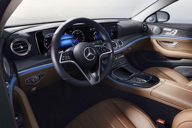 Nuevo volante táctil Mercedes-Benz comandos