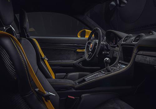 Porsche 718 Cayman GT4 interior lujo