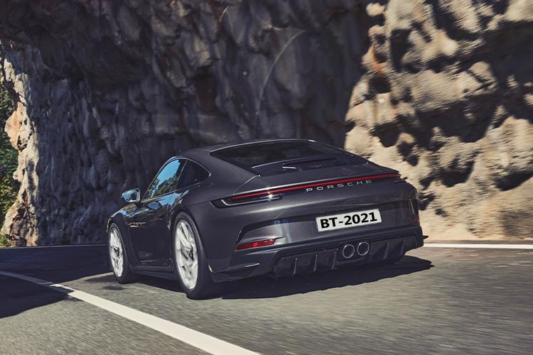 Porsche 911 GT3 Touring equipamiento diseño carrocería biplaza innovaciones motor desempeño