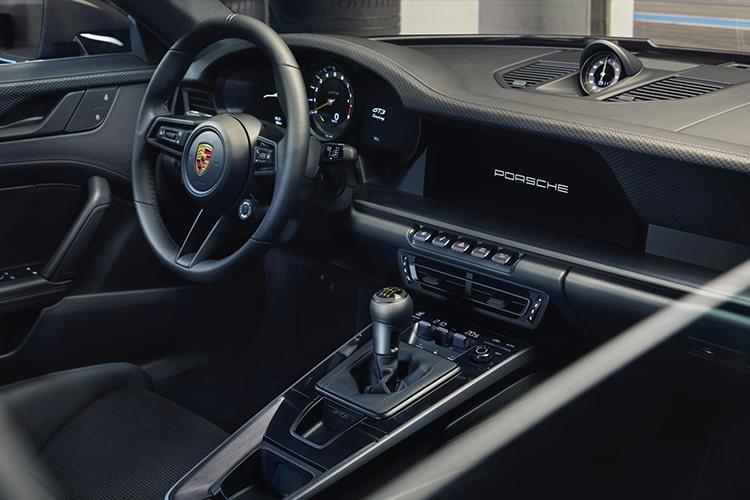 Porsche 911 GT3 Touring equipamiento diseño interior sistema de infoentretenimiento acabados