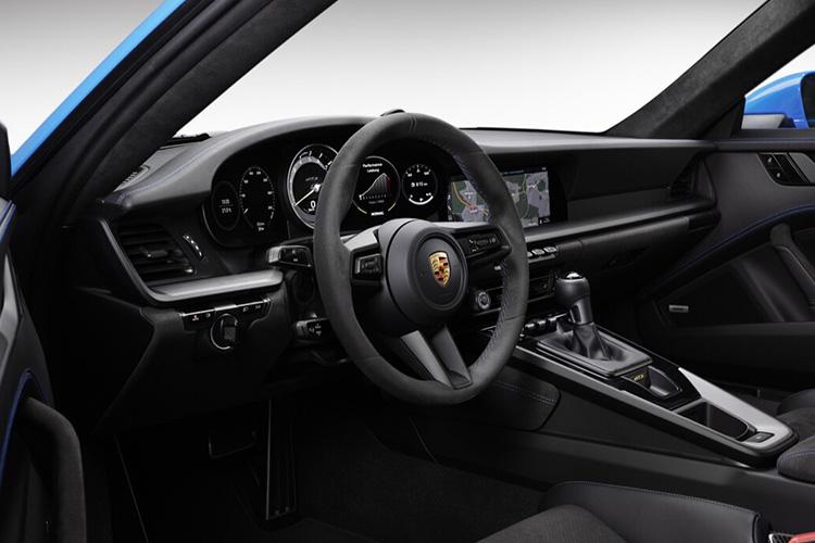 Porsche 911 GT3 rediseñado 2021 interior sistema de infoentretenimiento
