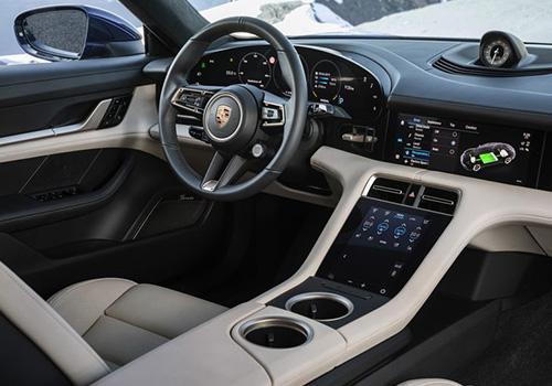 Porsche Taycan Turbo interior volante