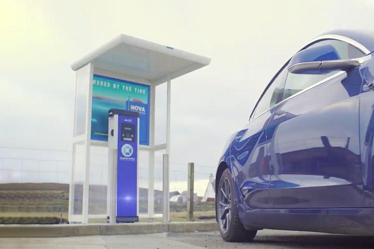 Primer estación de carga de eléctricos alimentada por energía aeromotriz en Escocia autos autonomía tiempos de carga