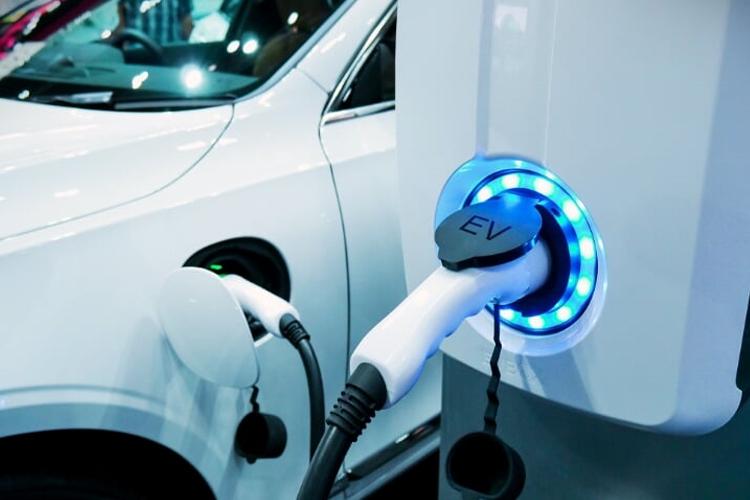 Primer estación de carga de eléctricos alimentada por energía aeromotriz en Escocia modelos potencia