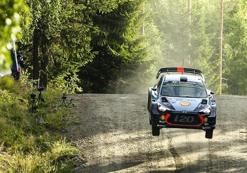 Rally Finlandia 2019 vehiculo hyundai saltos
