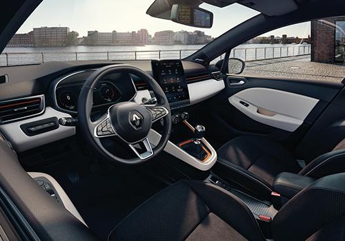 Renault Clio E-Tech volante y pantalla táctil