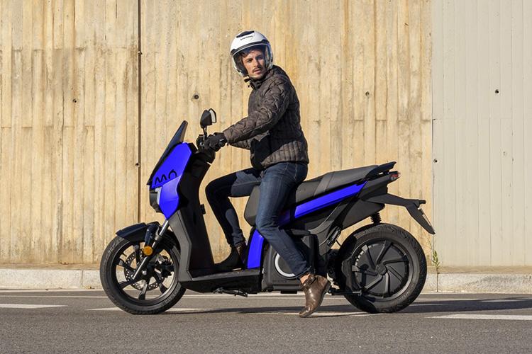 SEAT MÓ eScooter 125 primer moto Seat totalmente eléctrica ya está disponible equipamiento