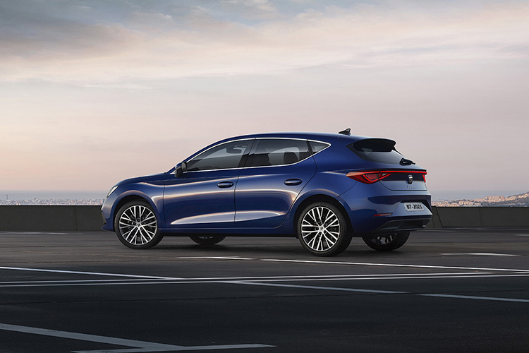 Seat León 2021 hatchback llega a México con 2 versiones tamaño acabados carrocería precio disponibilidad