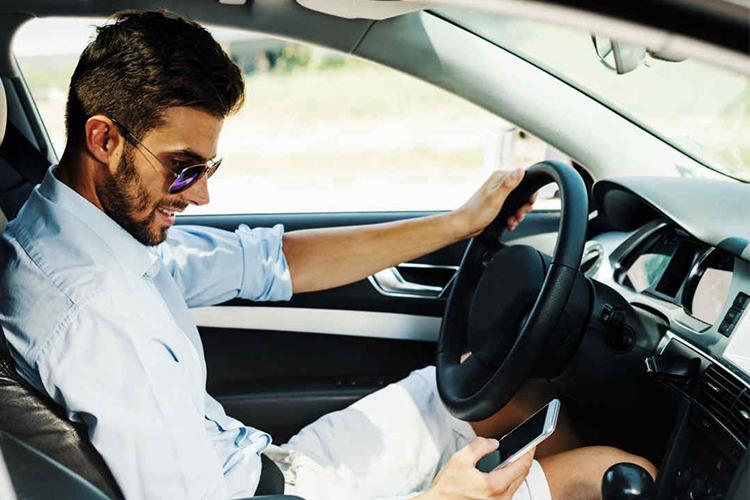 Senado prohibe uso de celular y dispositivos en carreteras - accidentes de tránsito
