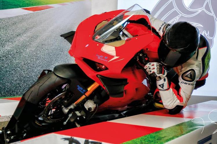 Simulador MotoGP software entrenamiento profesional simulación telemetría