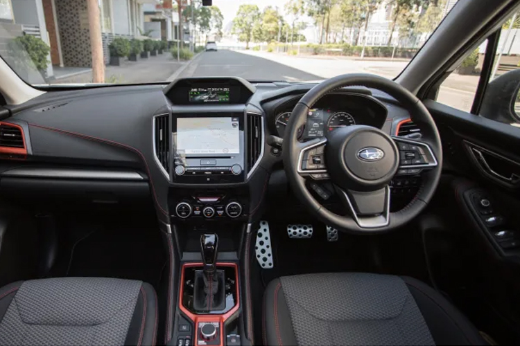 Subaru Forester 2022 rediseñado estrena facelift sistema de infoentretenimiento interior pantalla