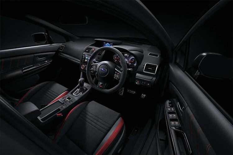Subaru WRX Club Spec edición especial diseño interior
