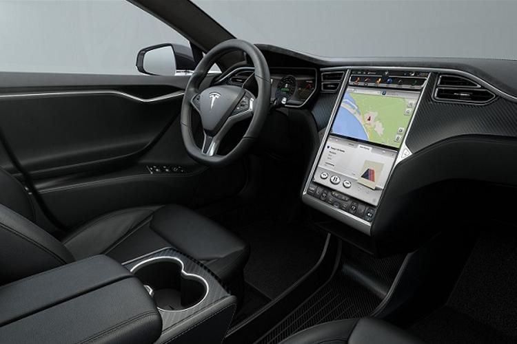 Tesla te permite comprar un auto con bitcoins conversión al dólar