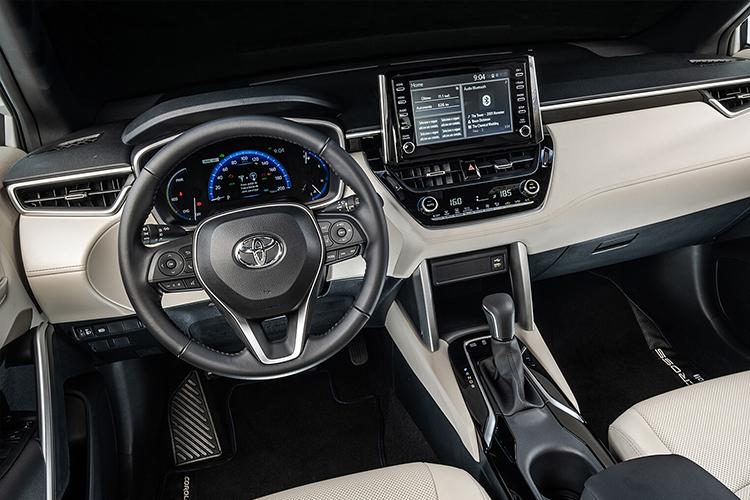Toyota Corolla Cross carrocería SUV sistema de infoentretenimiento diseño