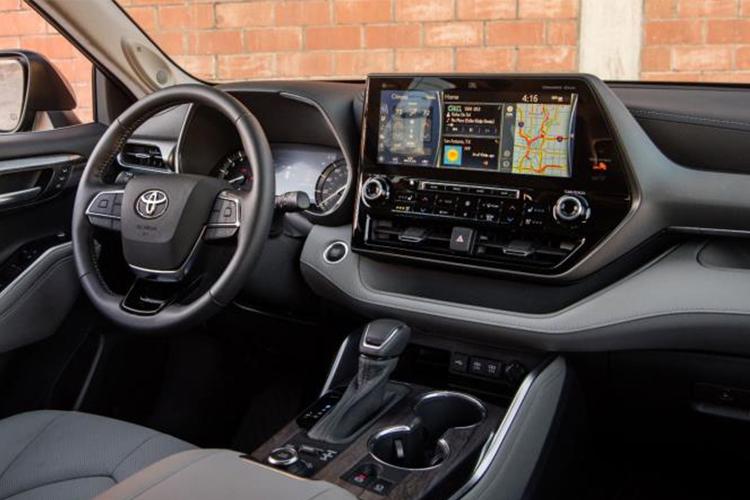 Toyota Highlander sistema de infoentretenimiento