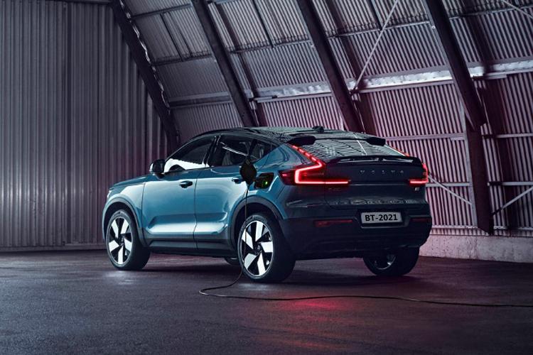 Volvo C40 Recharge totalmente eléctrico desempeño carrocería innovaciones
