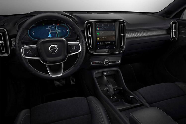 Volvo XC40 recharge sistema de infoentretenimiento
