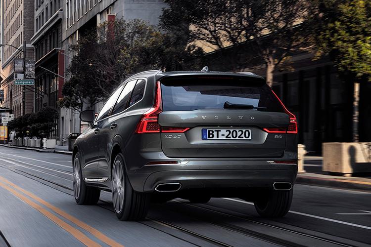 Volvo XC60 llega con variantes híbridas enchufables más seguridad