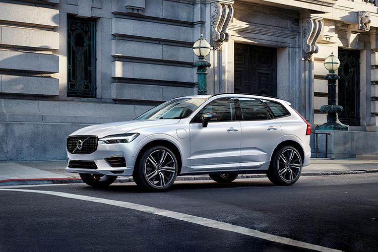 Volvo XC60 llega con variantes híbridas enchufables opciones de motor