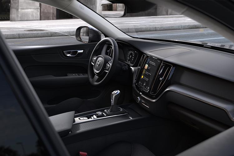 Volvo XC60 llega con variantes híbridas enchufables sistema de infoentretenimiento