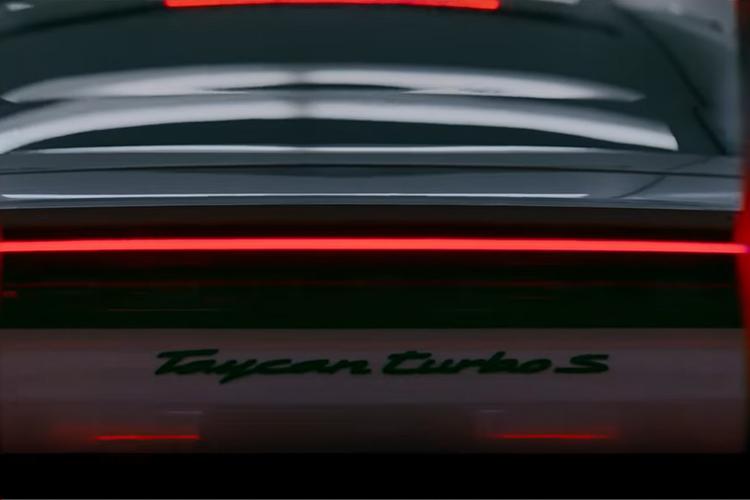anuncio Porsche para Superbowl modelo Taycan Turbo S electrico
