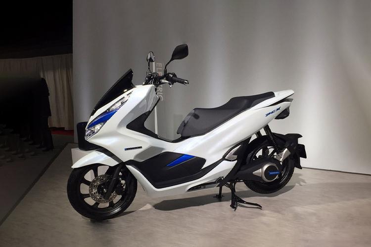 baterías de motos eléctricas yamaha, honda, ktm y plaggio firman acuerdo electricos modelos motos