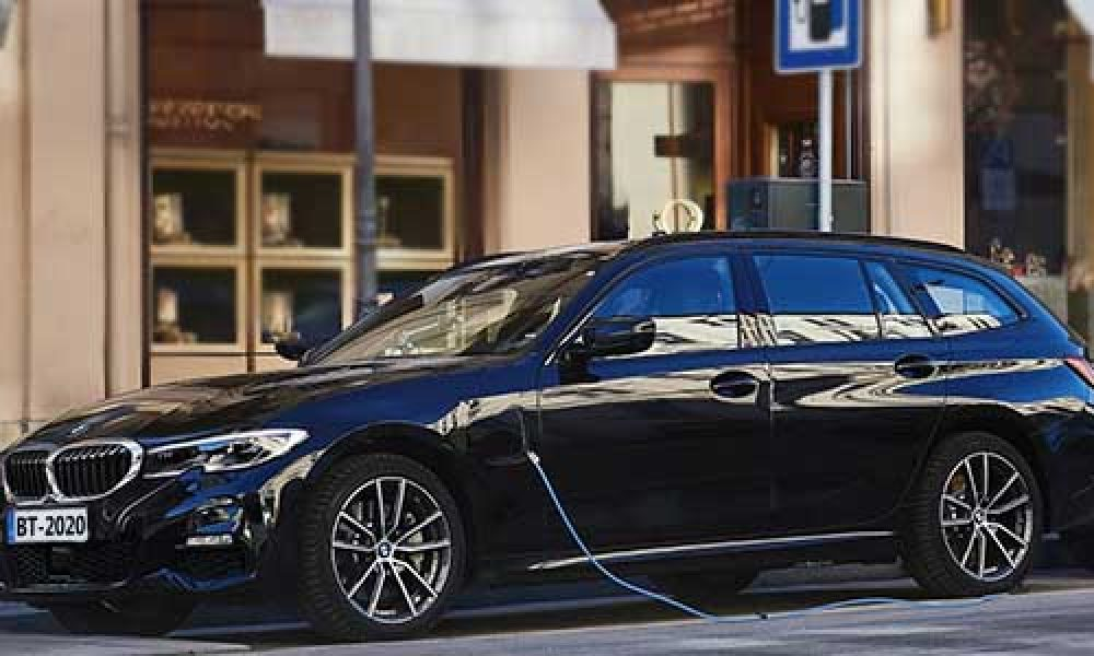 BMW 33e XDrive Touring híbrido enchufable disponible en 2020