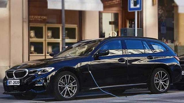 BMW 330e xDrive Touring, Híbrido enchufable y familiar