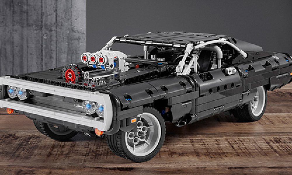 Dodge Charger RT modelo a escala de LEGO