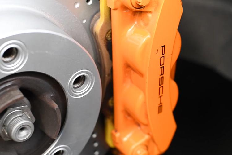 cambio de discos Porsche Cayman GTS disco de frenos Textar Pro+ para track days