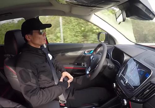 conductor designado emergencia en caravana 55 vehiculos autonomos