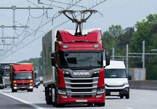 ehighway nueva autopista con linea para cargar camiones hibridos