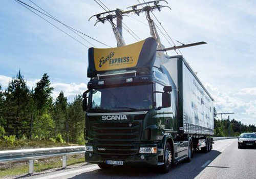 ehighway camiones con pantografos siemens para conectarse a linea de autopista que carga bateria hibrida
