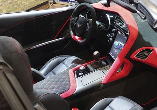interior del Corvette eléctrico
