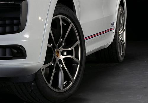 lateral vehiculo SUV de Porsche