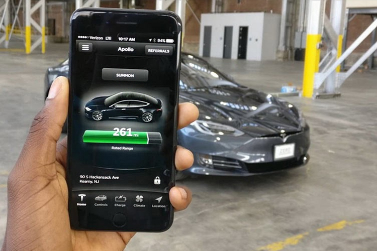 llave inteligente Tesla seguridad abre desde tu smartphone autos diseño equipamiento